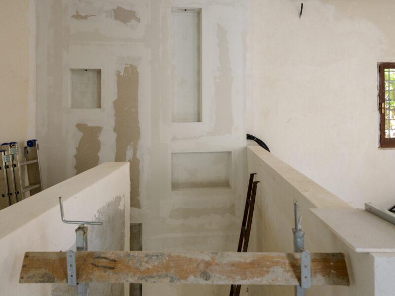 nicchie-su-rampa-scala-per-accedere-allarea-relax-della-casa-del-custode