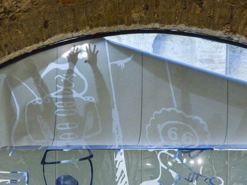montaggio-vetrofanie-18-01-2021-cantiere-museo-fellini_grp5436-web